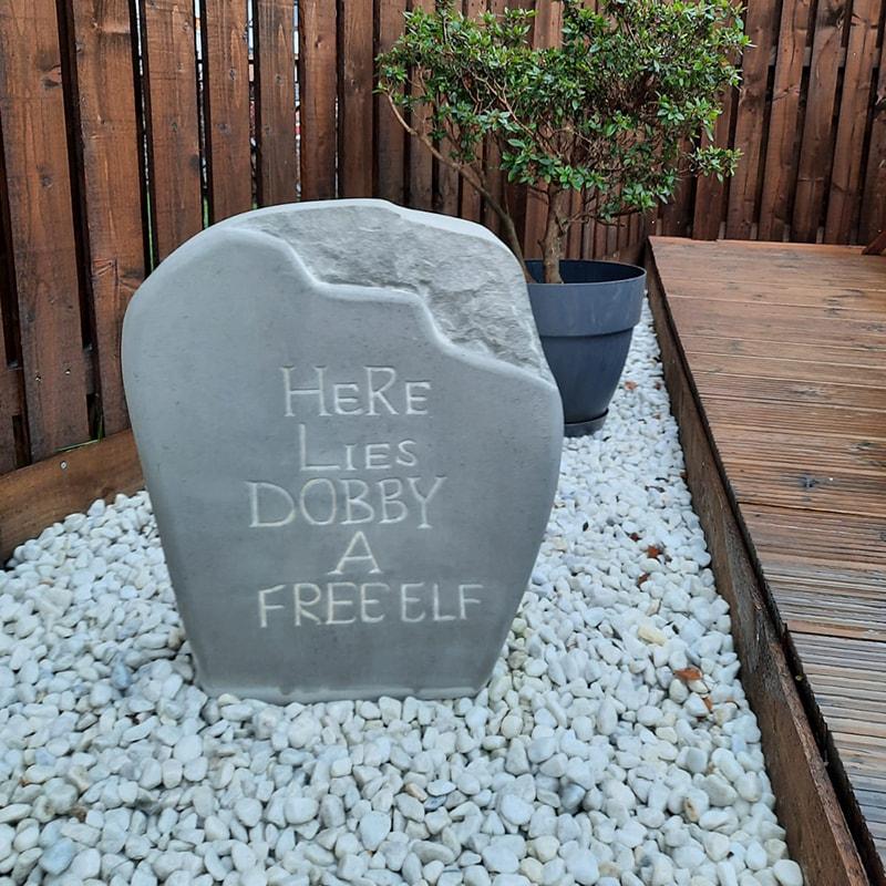 Harry potter stone / Dobbys headstone